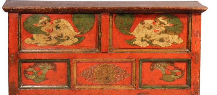 Snow Lion Design in Tibetan Furniture