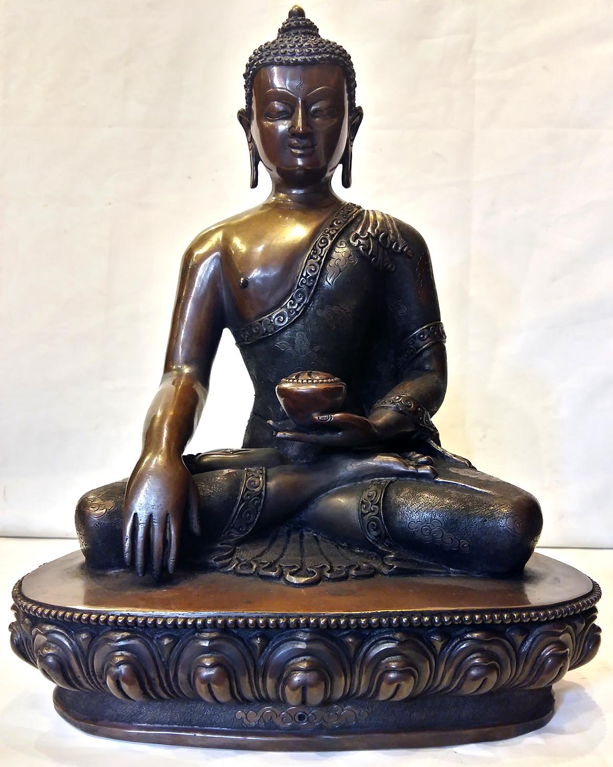 Dark chocolate color oxidation Shakyamuni Buddha Statue
